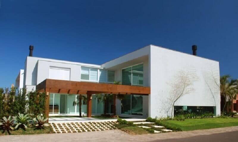 fachada de casa em l com arquitetura moderna Foto Webcomunica