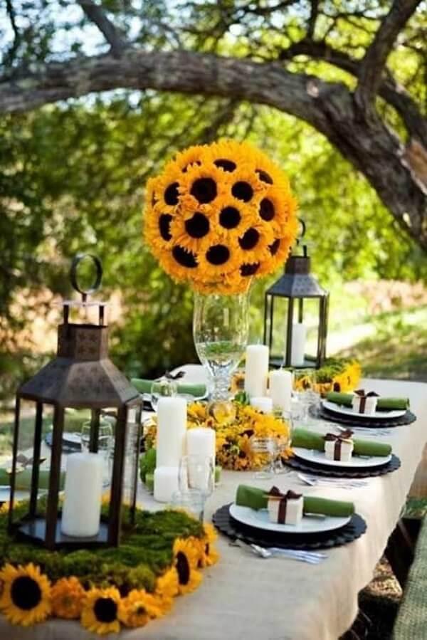Decore para festa tema girassol feito ao ar livre