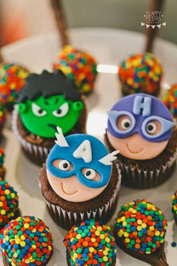 avengers birthday party with personalized candy Foto Clappy Parties