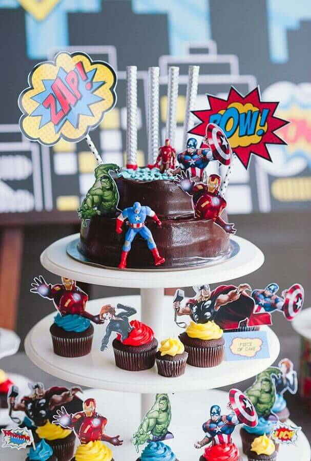 avengers party with simple decorated cake Foto Dcore You