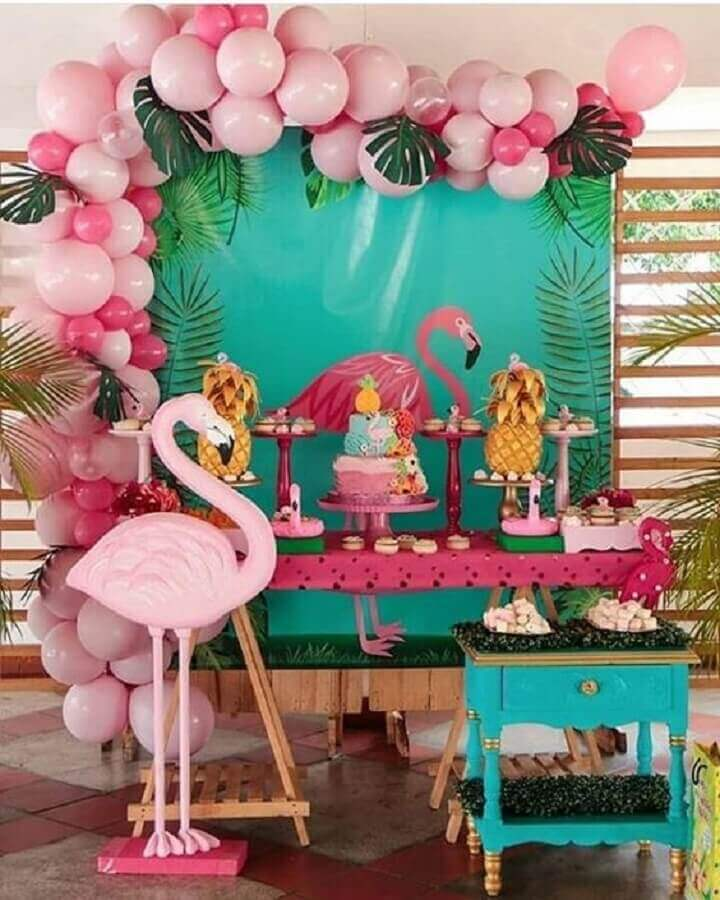 simple flamingo party decorated with pink balloons Photo Pinterest