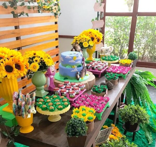 Sunflower theme children's party with the characters from the Masha and the Bear cartoon
