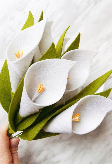Flor de feltro copo de leite