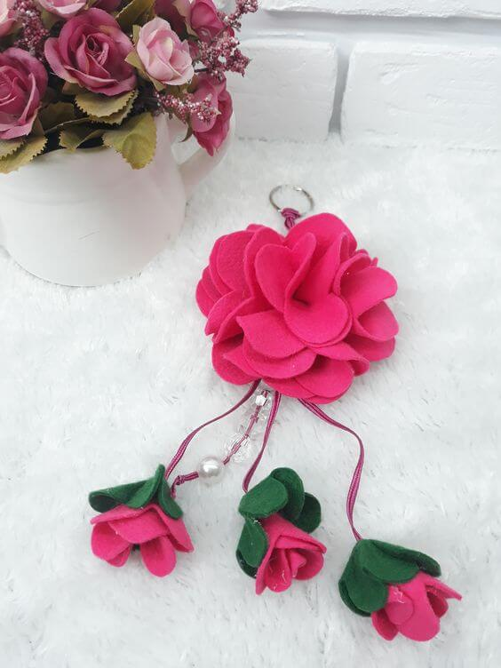 Chaveiro de flor de feltro