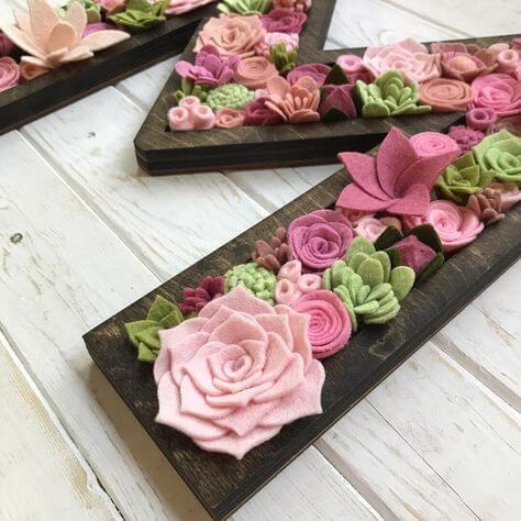 Flores de feltro para decoração com letra do nome