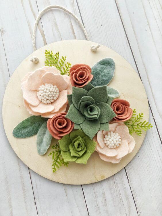 Quadro rústico com flores de feltro