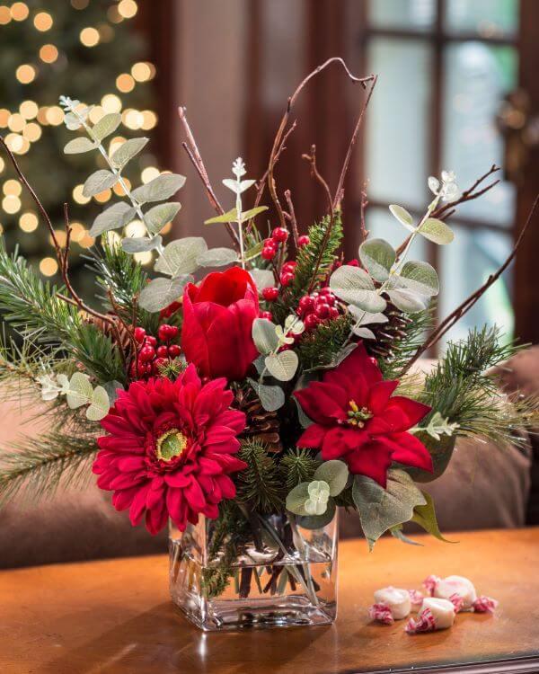 Flores vermelhas na decoração de casa