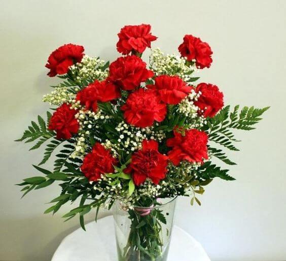 Vaso de flores vermelhas