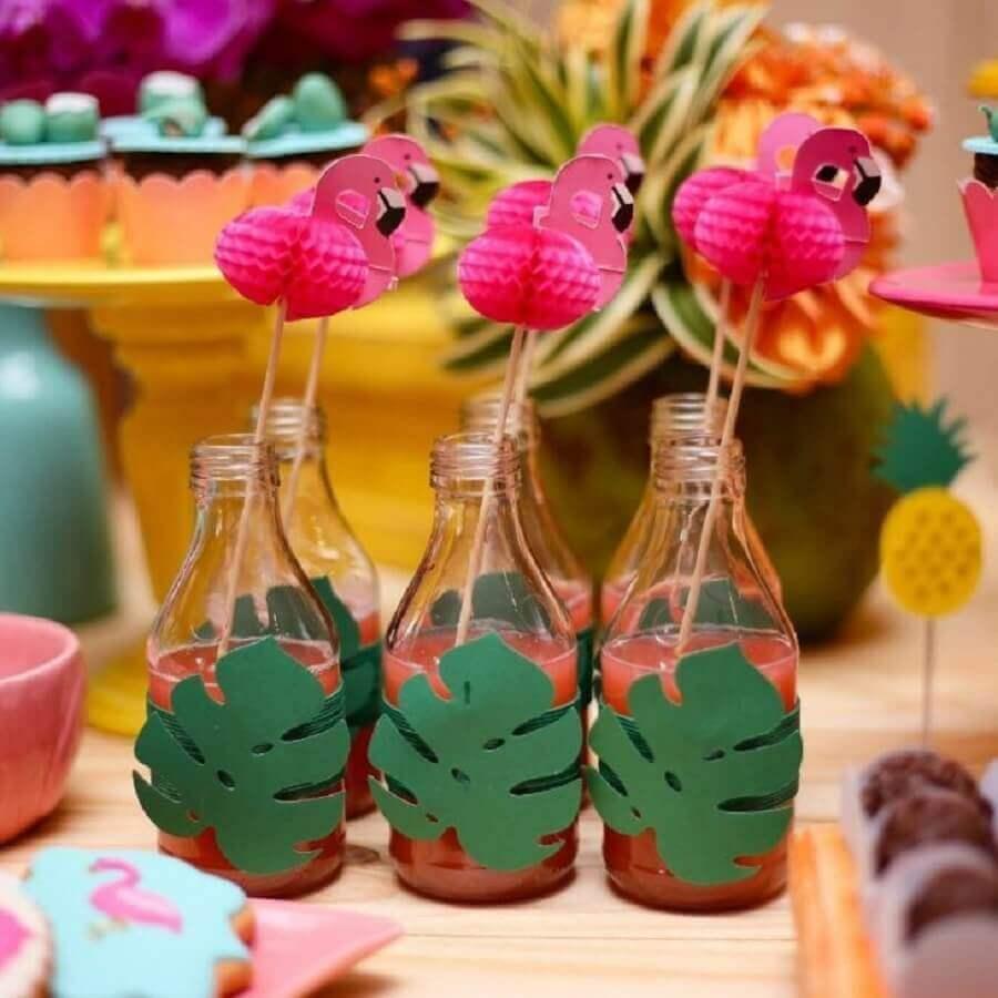 juice bottles decorated for flamingo birthday party Photo Renata Caroline Parties