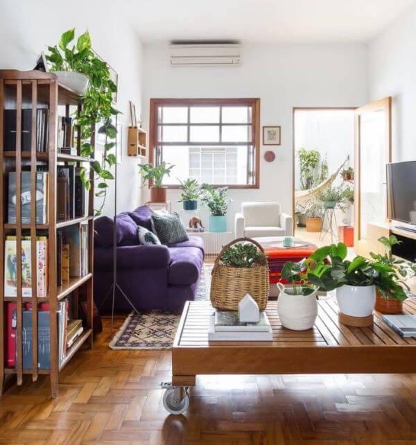 Sala de estar com janela guilhotina
