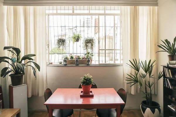 Janela de vidro com grade para sala de jantar