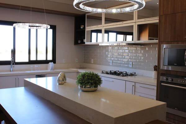 Cozinha com janela de correr