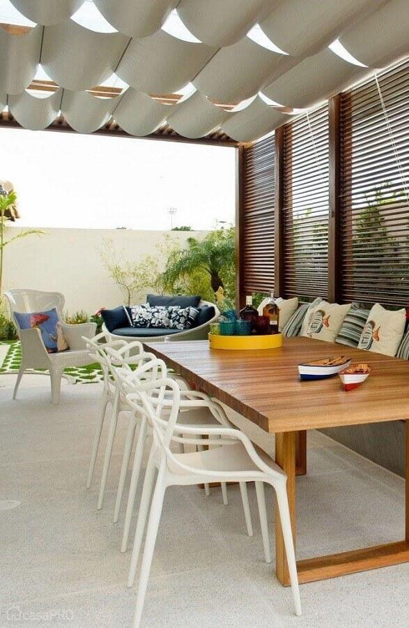 jogo de cadeiras brancas para varanda Foto DIYcore