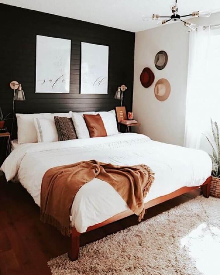 kit de quadros para quarto de casal com parede preta Foto Bethany Carmichael