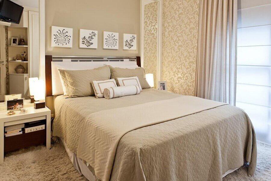 kit de quadros para quarto de casal decorado em tons de bege Foto Sesso & Dalanezi Arquitetura+Design