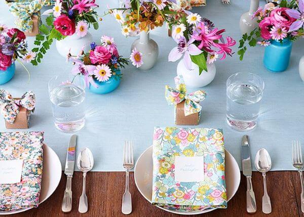 Lembrancinha de mesa de aniversário colorida e alegre