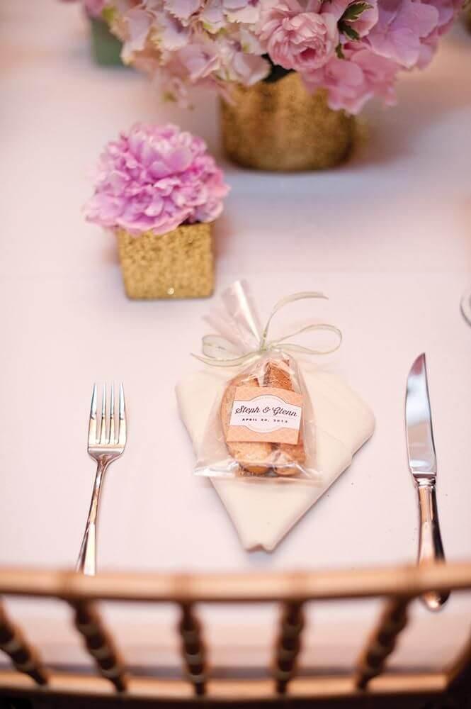 Lembrancinha de mesa com saquinho plástico