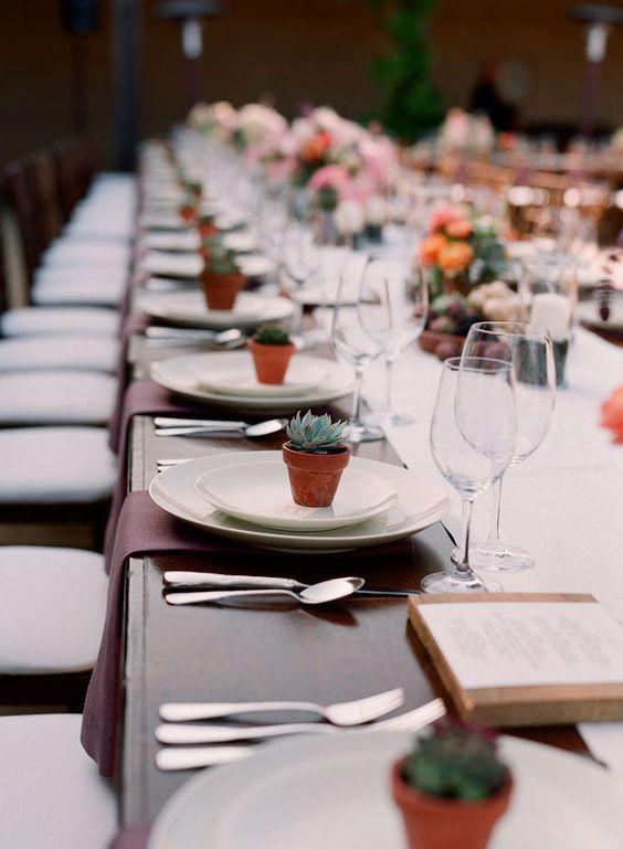 Lembrancinha de mesa com suculentas