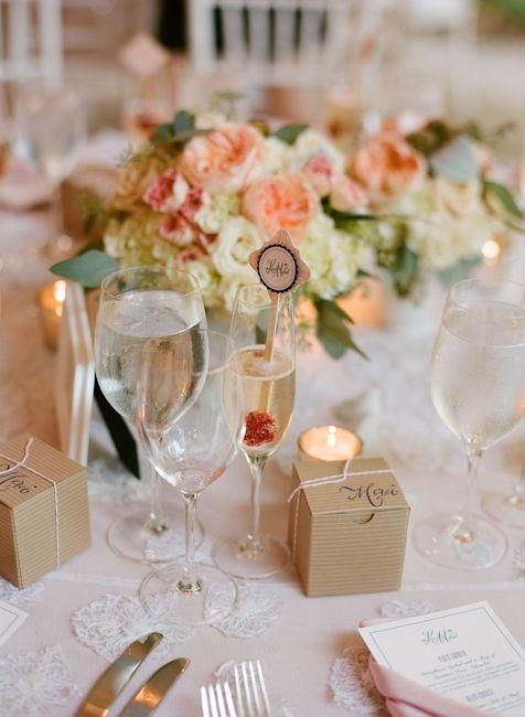 Mesa com lembrancinha linda