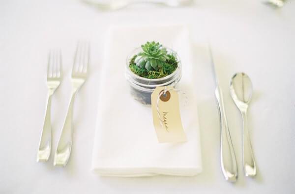 Lembrancinha de mesa para casamento com suculenta