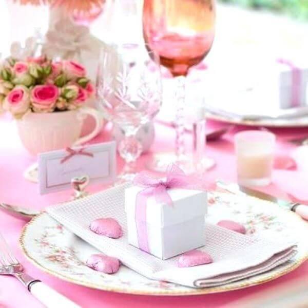 Lembrancinha de mesa para festa com caixinha de doces