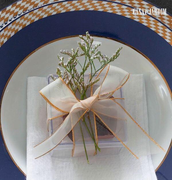 Caixinha de acrílico para usar como lembrancinha de mesa na festa de casamento