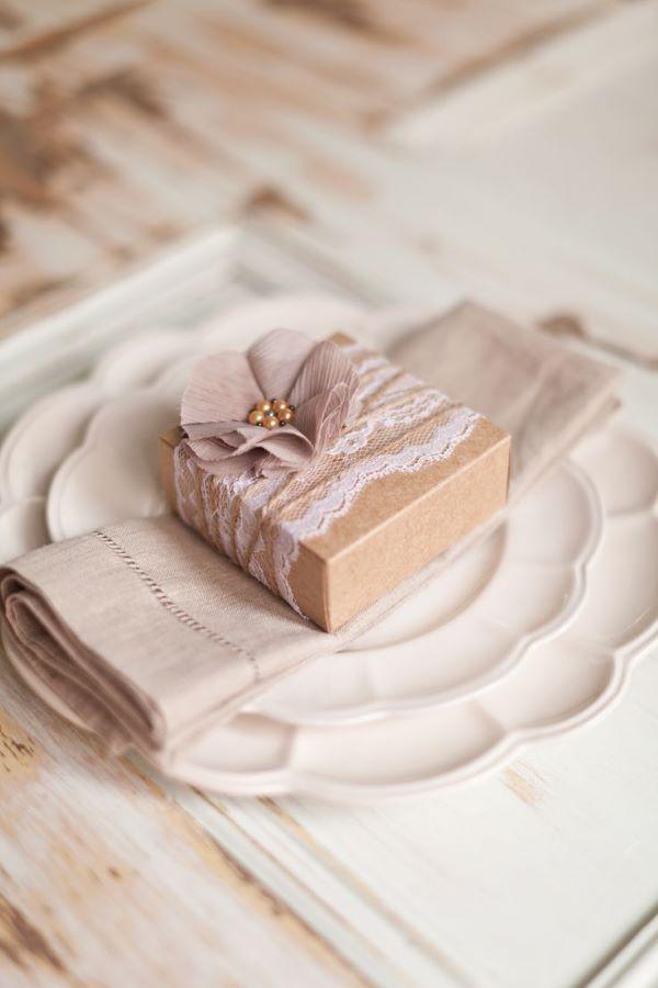 Lembrancinha de mesa rústica com caixinha personalizada