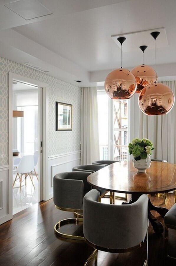 luminária pendente cobre esférica para decoração de sala de jantar com cadeiras cinza modernas Foto House Of Hipsters
