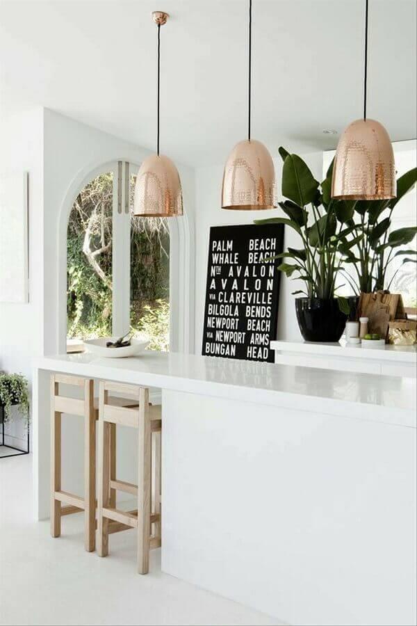luminária pendente cobre para cozinha toda branca Foto Idee Cuisine