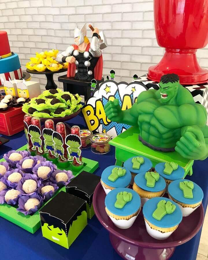 candy table for avengers party decoration Foto Mimos & Design