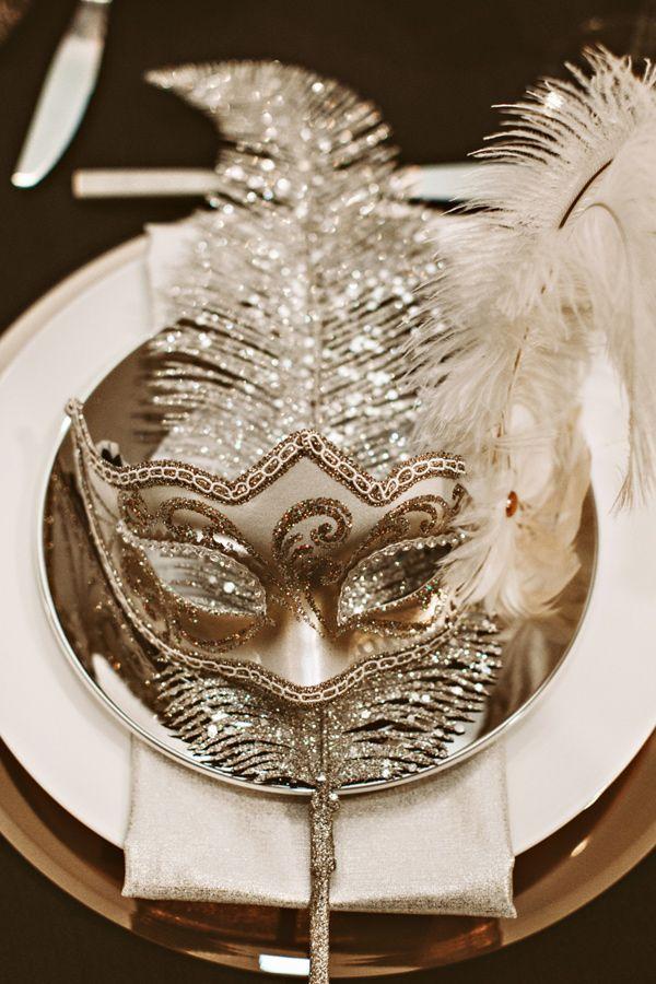 Máscara de baile para festa dourada