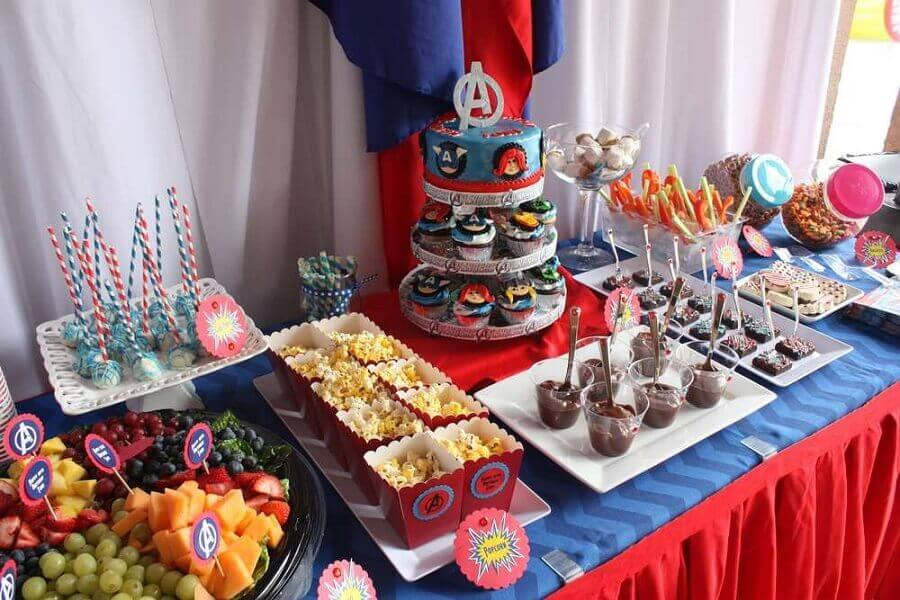 mesa decorada para festa dos vingadores simples Foto Catch My Party