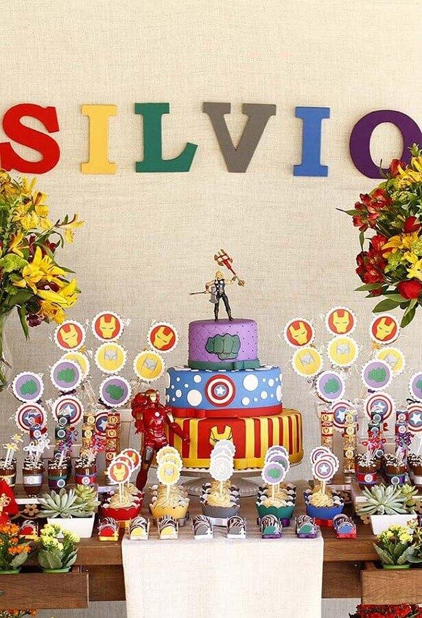 mesa decorada para festa infantil dos vingadores Foto Pinterest
