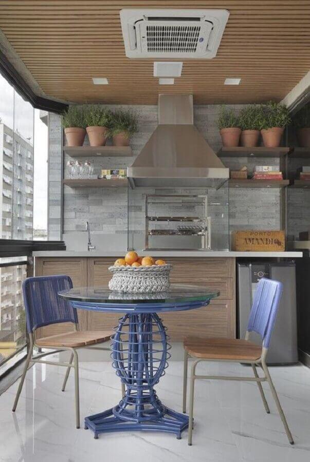 mesa e cadeira para varanda gourmet com churrasqueira de vidro Foto Pinterest