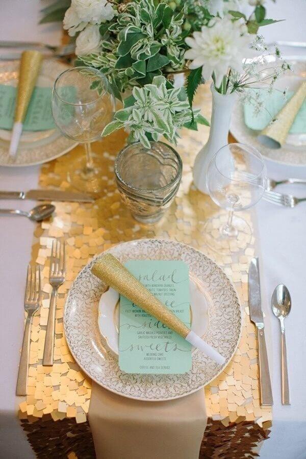 mesa posta para aniversário de casamento bodas de ouro Foto WeddingOmania