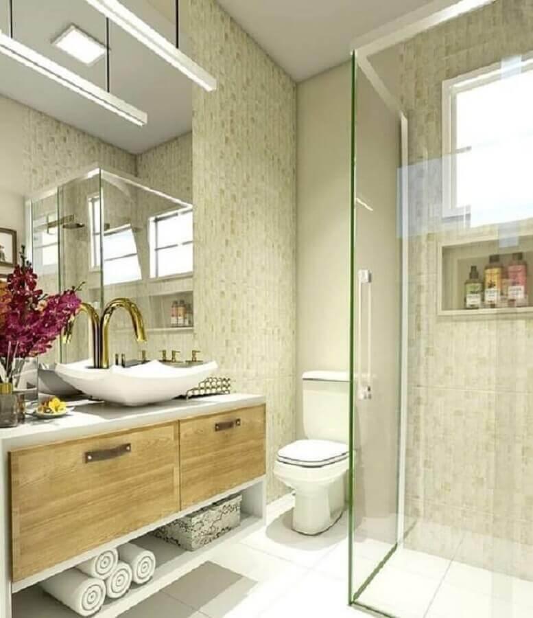 modelo de banheiro de apartamento decorado com armário suspenso e torneira dourada Foto Foto ArqA2 Arquitetura & Interiores