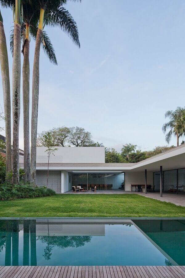 modelo de casa em l com jardim e piscina Foto AMZ Arquitetos