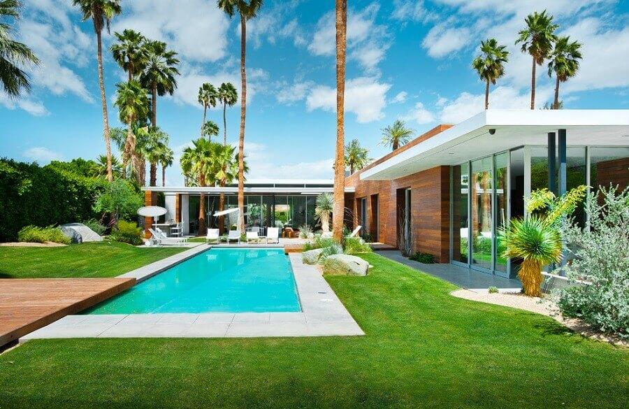 modelo de casa em l com piscina e jardim amplo Foto Architizer