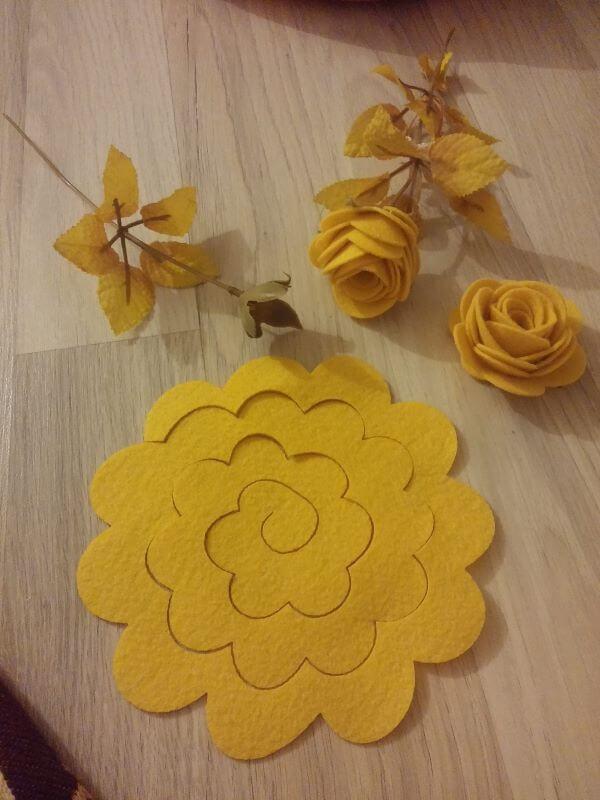 Rosa de flor de feltro