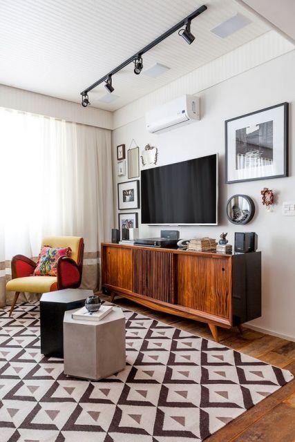 Móveis retrô com rack de madeira