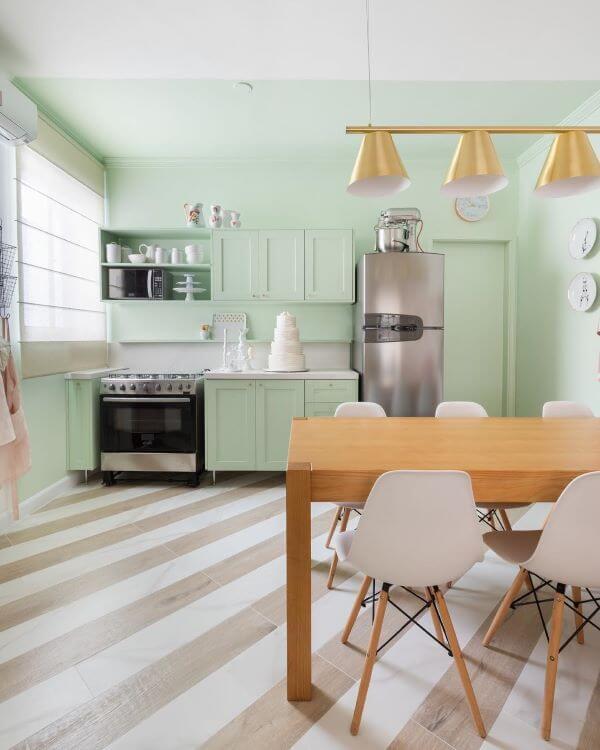 Móveis retrô para cozinha com armários em verde água