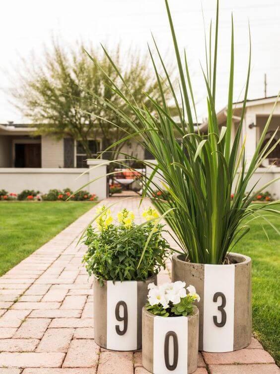 Número de casa nos vasos de plantas