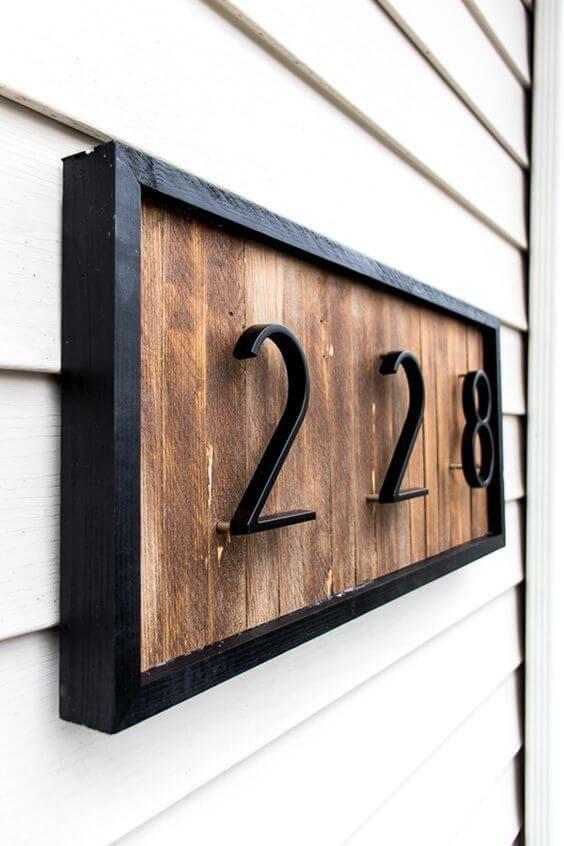Número de casa em madeira