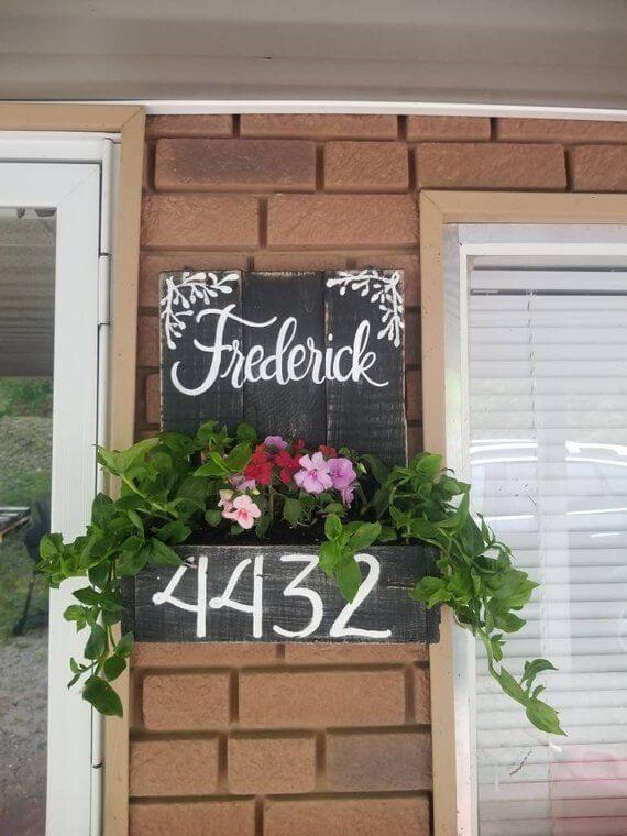 Número de casa com flores