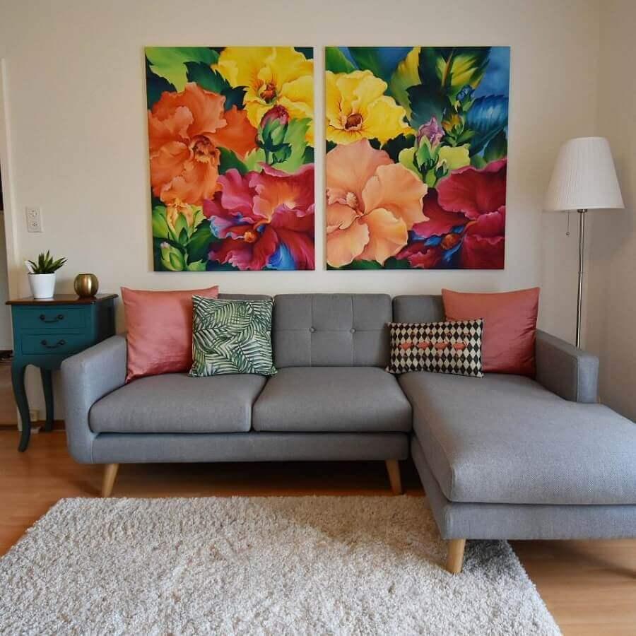 pés de madeira para sofá com chaise cinza Foto Simona Hanzi