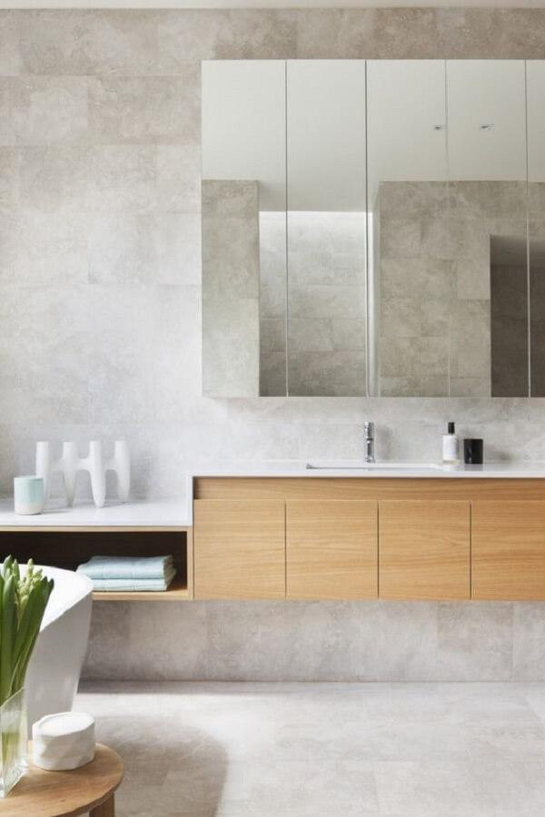 Modelos de armário com espelho para banheiro planejados aproveitam todo o espaço disponível