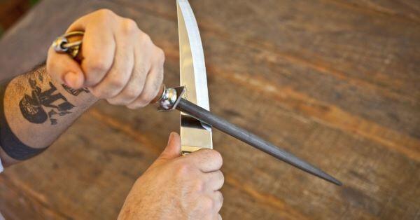 Passo a passo como afiar faca com chaira