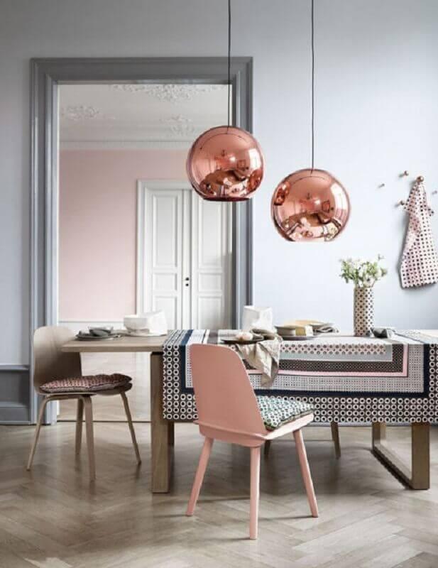 pendente cobre rose para sala de jantar clean Foto Adela Parvu