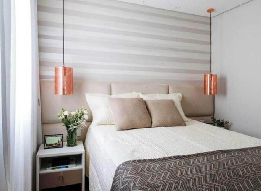 pendente de cobre para decoração de quarto de casal em tons neutros Foto Tudo Especial