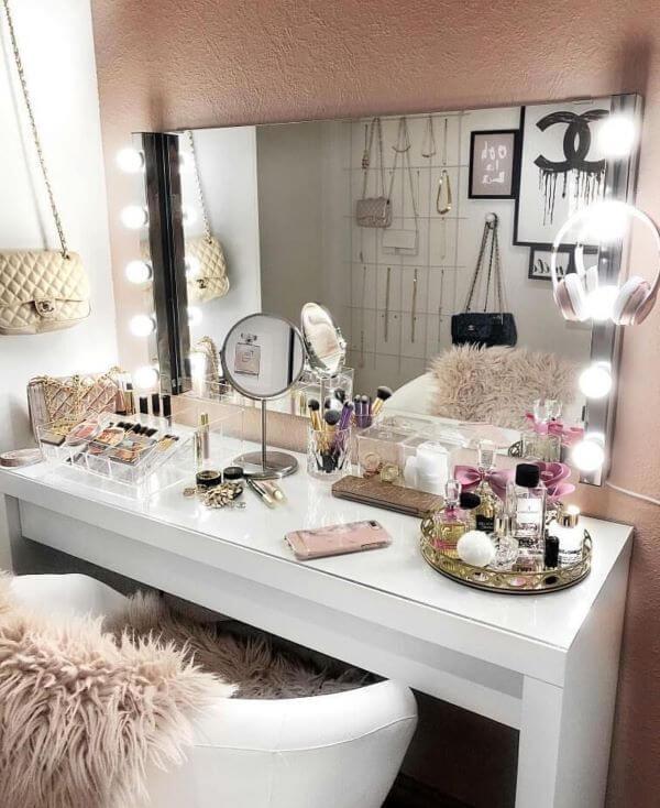 Penteadeira camarim iluminada e moderna para quarto feminino
